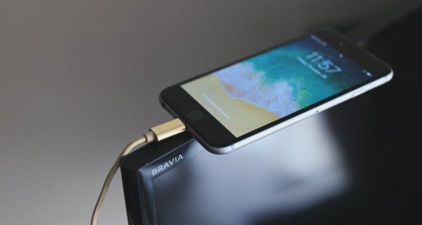 как подключить андроид и айфон к ТВ
