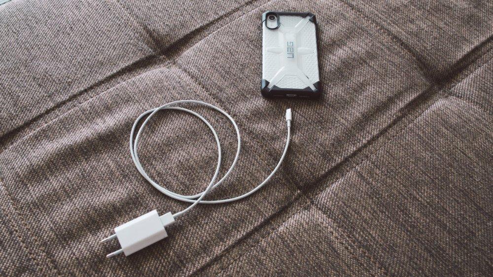 Как заряжать iPhone XR