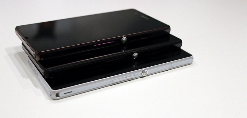 Обзор Xperia Z Black Purple White